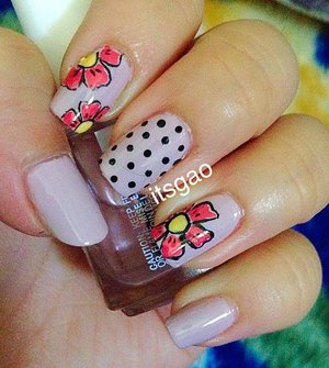 Flower power and polka dots!! Perfect for any time of the year.  IG: itsgao