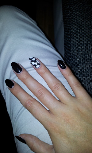 """Black Gel nails and one giraffe optic nail. Made by """"Nails in the City"""" in Frankfurt, Germany"""