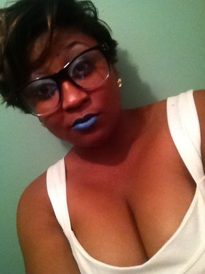 This is an old picture but I wanted to share it with you all. I felt pretty bold stepping out with this blue lipstick. Enjoy ladies. Follow me on IG: brianabronze