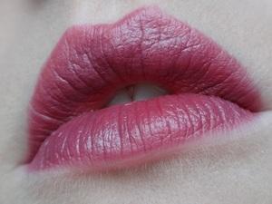 "COVERGIRL Blast Flipstick in ""Glimmer"". http://www.neutrakris.com/2012/01/covergirl-blast-flipstick-blendable-lip.html"