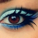 Blue eye makeup<3