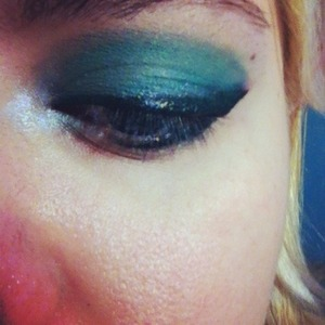 Who knew green would look so nice. Yes my white liner and shadow moved more than usual :c