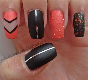Tutorial on : http://claudiacernean.blogspot.ro/2013/03/unghii-matlasate-quilted-nails.html