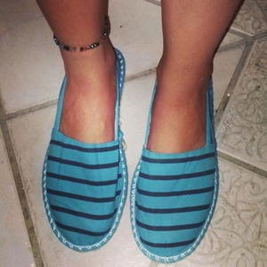 I call these my Tom-knock offs, but they are super cute! I had to get one in navy blue as well :)