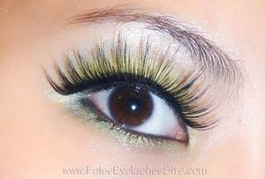 Big for me, that is =P Wearing Elegant Lashes #030 Black.