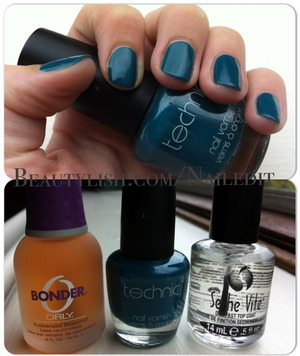 i recently bought the orly bonder base coat, because it say lasts up to two weeks and received a seche vite top coat as a gift. i decides to see how long it on my rubbish nails. once applying two coats of the turquoise onto of the base coat i addd the seche vite fast dry top coat. i do love how both of these products apply and the top coat is seriously fast at drying….. BUT it only last 4 days, 3 befit the first nail chipped. the nail polish did string around the sides on my nails, but not at the tips because i always put it on the edges of the tips anyway. but hey, who in their right mind would keep the same nail polish on for two weeks anyway. i love changing up my nail polish, so if you do the same, but want it to keep looking shiny and want it to dry fast then i do recommend them.