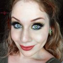 Glamorous Earthy Green Glittery Smokey Eye