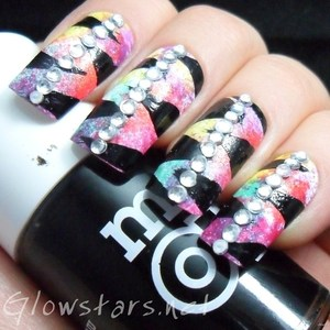To find out more about my new favourite mani visit http://glowstars.net/lacquer-obsession/2012/10/sparkle-zebracorn
