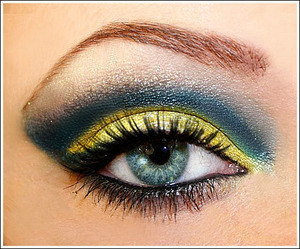 """Van Gogh: Starry Night inspired. I love the blues and yellow in this famous painting so I wanted to do a look inspired by it. You can see it but I used Lorac 3D liquid lustre on the yellow to make it more """"starry"""""""