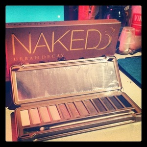The Naked3 by Urban Decay is mine! It took me a few weeks to finally gets my hand on it, but it was worthy...especially if it work as good as the naked2.