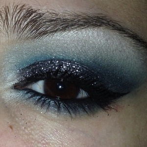 They glitter on the lid is Grey from MAC, part of one of the holiday pigment/glitter kits in Pink/Purple :)   Any questions? Leave a comment!   Instagram: yojackiee_04