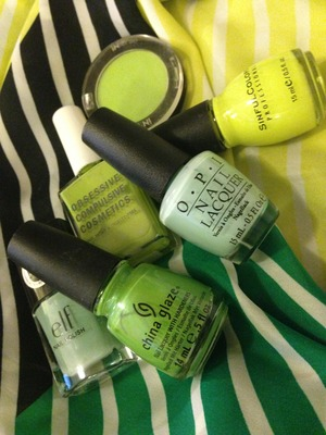 Green trend nails and eyeshadow