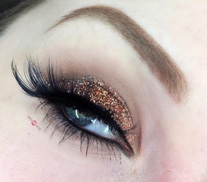 Always glam, never dull! Newww holiday makeup look loves, I think a lot of you will fancy this one. http://theyeballqueen.blogspot.com/2016/11/holiday-series-glamorous-warm-bronze.html