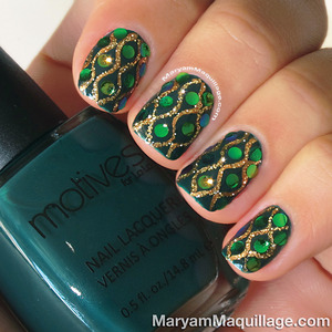 Snake-skin inspired nails. How-to: http://www.maryammaquillage.com/2013/09/dazzling-anaconda-snake-skin-nail-art.html