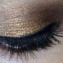 I love Bronze/Gold eyeshadow ❤