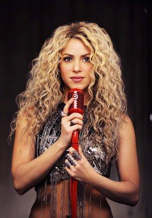 Shakira,i love her hairstyle😍 she's amazing 😍✨✨