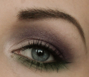 oooh, it's getting so dark outside now! Hard to take good pictures on the makeup :(