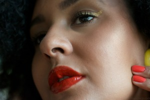 http://collectiveforusall.tumblr.com/post/19214325697/makeup-de-mostruario-entrei-numa-loja-do-o