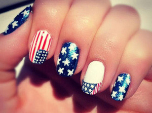 Memorial day is right around the corner! Love this Patriotic nail art
