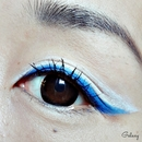 Blue eyeliner eye look