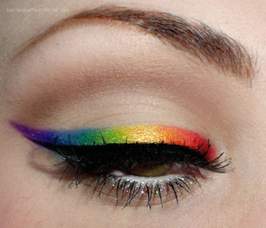 Tutorial: http://www.youtube.com/watch?v=2UJJqKKB-P8&feature=colike  Radiant Rainbow - http://bowsandcurtseys.blogspot.com/2011/09/radiant-rainbow-liner.html