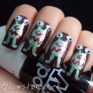 To find out more about this mani visit http://glowstars.net/lacquer-obsession/2012/10/the-aliens-have-landed