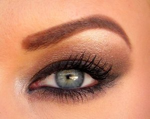 A neutral, wearable smokey eye using the Naked palette!