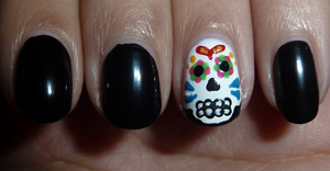 For a tutorial, please go to; http://nailsbystephanie.blogspot.nl/2012/10/tutorial-sugar-skull.html