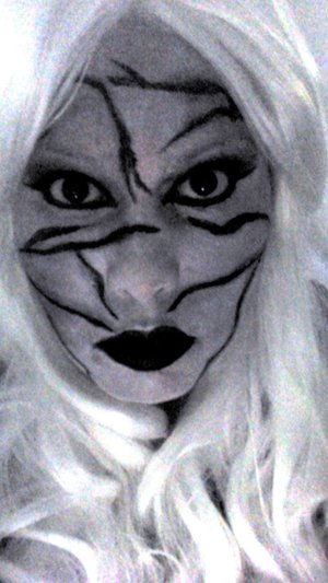 A simple but creepy Halloween look
