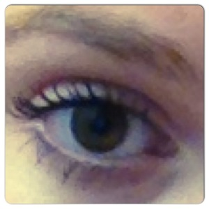 The picture is not good, the mascara not at its best but I tried it this morning for the first time and I LOVE it!!
