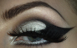 http://www.staceymakeup.com/2011/12/tutorial-trendy-cat-eyes.html