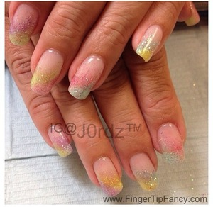 FOR DETAILS CLICK BELOW: http://fingertipfancy.com/rainbow-glitter-diagonal-nails