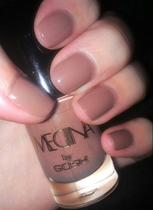 A danish singer collaborated on a new make up line with Gosh (probably only sold in Denmark). And I just picked up one of the nail polishes from her line, this gorgeous mocca color! I love it!