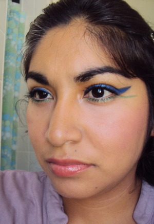 Double colored eyeliner for a fun day out!