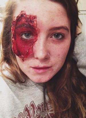 First attempt at a gore makeup. I'm not too happy with this one, it didnt turn out how I wanted. I'm still in the process of figuring out how to get rid of my eyebrows, and you can hardly see the staples. Will try again soon!