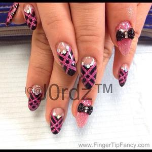 DETAILS BELOW http://fingertipfancy.com/black-hot-pink-nails