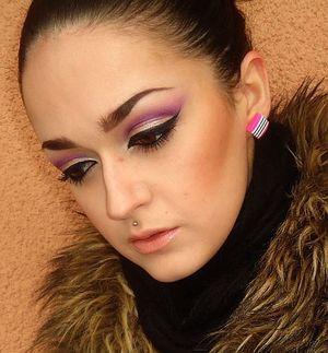 Picture Tutorial: http://www.sminkerica.com/2012/02/10/lotd-ljubicasti-cut-crease/