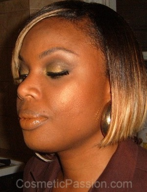Army Green Eyes & Nude Lips --> http://www.cosmeticpassion.com/2011/08/look-of-day-army-green-eyes-and-nude.html