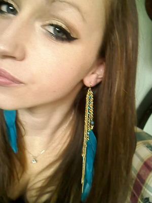 love those earrings.