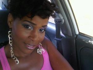 In my car awaiting my beach Photoshoot to start..trynna stay kool in airco