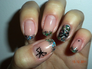 Multicoloured glitter tips and accent nail with black bows