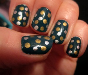 For this manicure I used: Essie's Emerald Green China Glaze Platinum Silver  China Glaze Champagne Bubbles