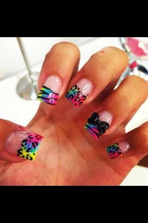 These are really cute nails i plan on re creating . (: