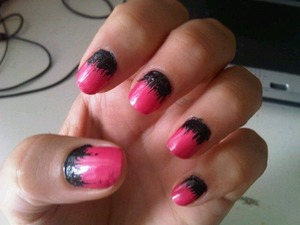 Base color: E.l.f. - #1564 passion pink Effect: KIKO Milano - black  To do this effect, first you have to stend a couple of layers of your base color, then just put a bit of black nailpolish on the bottom of the nail and draw small vertical lines.