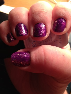 I used 2 nail polishes, face of Australia purple and opi muppets range for the glitter :)
