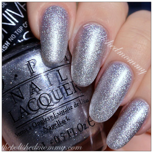 >>>>http://www.thepolishedmommy.com/2014/01/opi-this-gown-needs-a-crown.html  #OPI #silver #gift