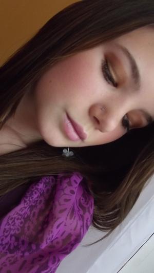 Simple brown eye and pale pink lip.