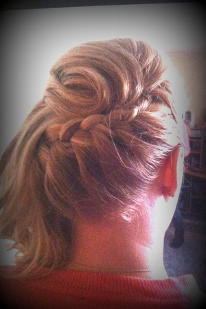 Trying for a Grecian feel on a bridal updo