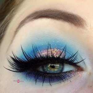 Just a quick tutorial cuties! Happy holidays :). http://theyeballqueen.blogspot.com/2016/12/glittery-coral-reef-inspired-halo-eye.html