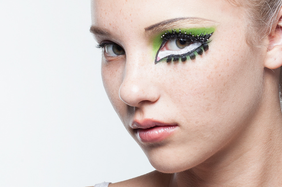 HALLOWEEN MAKEUP EFFECTS: Cartoon Cat-Eye